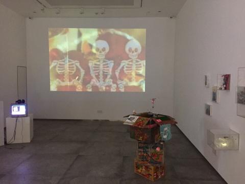 许静文 《浅睡眠》 尺寸可变 影像、综合材料 2017  中央美术学院获奖艺术家作品