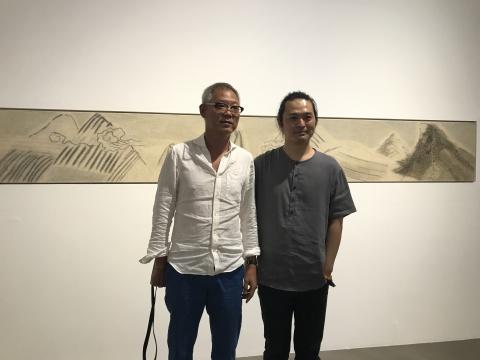 艺术家 卞青(右)