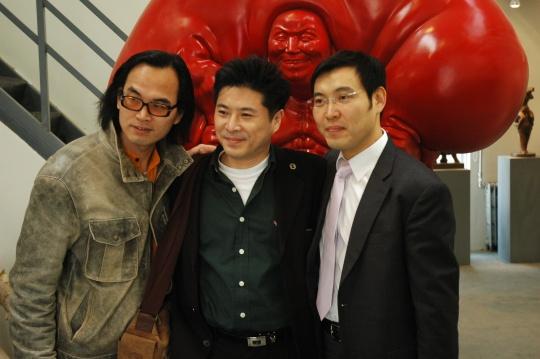 与中国艺术家陈文令(左)合影(2006)