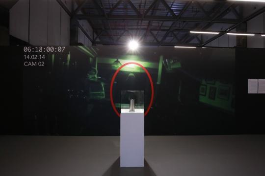 展览现场的陆平原作品