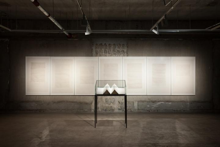 《庄子》82.5 x 131.5cmx7、16x32cm、115x78x48cm纸本综合技法 2008