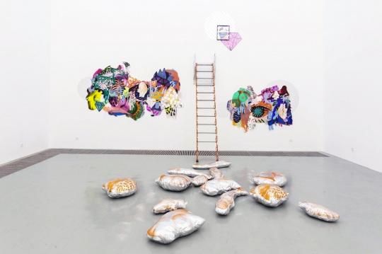 艺术家根据空间创作完成的作品