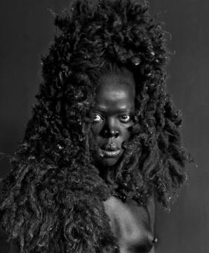 扎尼奥·穆侯莉(南非)《万岁,那黑色的母狮》