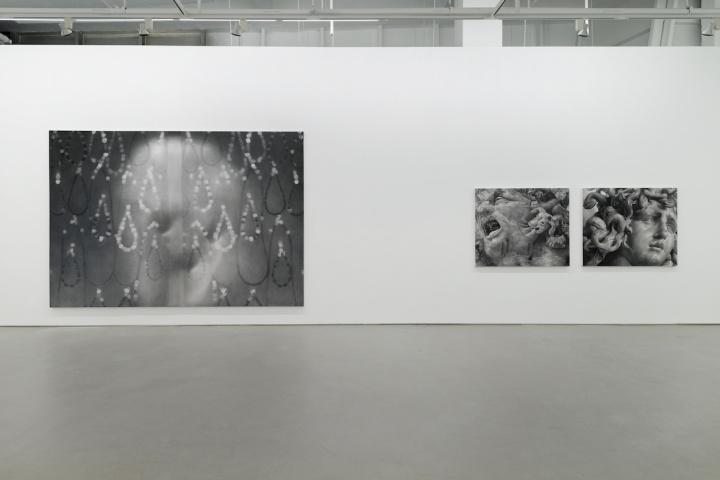 """上海西岸东画廊个展""""皮肤、手势、身体""""展览现场"""