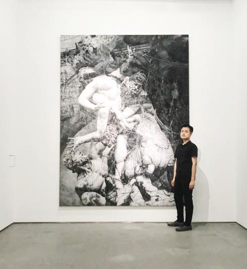 艺术家张云垚在个展现场