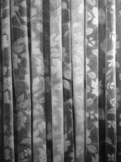 《起伏的图案》114×83.5cm碳笔毛毡2013