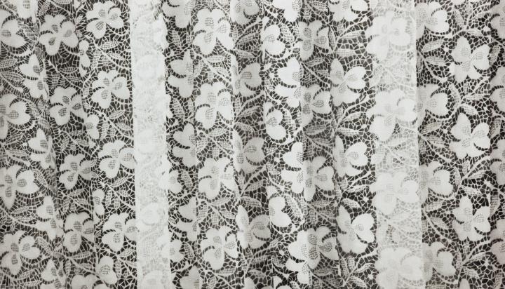 《被编织的图案》75.5x130cm石墨毛毡2013