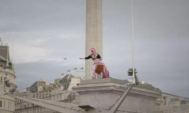 2009伦敦特拉法加《one&other》  邀请当地民众站在广场的雕像底座上担任雕塑,每位参与民众拥有1小时时间,该项目共进行了100天(版权Antony Gormley官网)