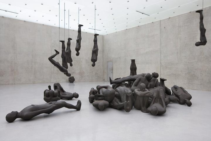 《临界物质II》60件真人尺寸大小的铸铁雕塑 尺寸可变1995(作品照片版权归属于安东尼·葛姆雷工作室)