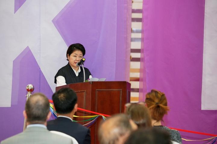 第16届KIAF ART SEOUL主席Lee Hwaik于发布会现场
