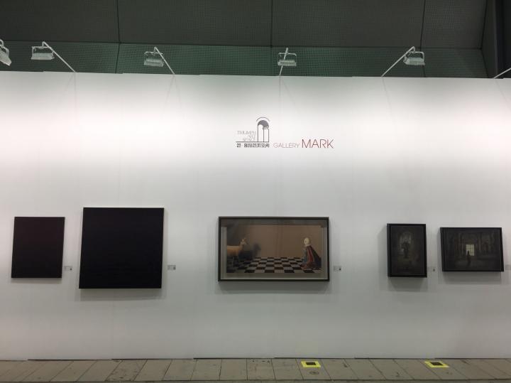 与韩国画廊Gallery Mark共享展位的艺·凯旋画廊展出现场,带来杨黎明、张凯、李揆哲三位艺术家作品