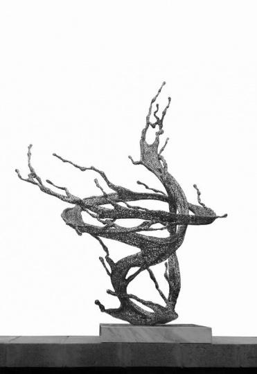 芳草地画廊带来的郑路全新独件作品《淋漓——澄澈》 118×110×141cm 不锈钢 2017 unique