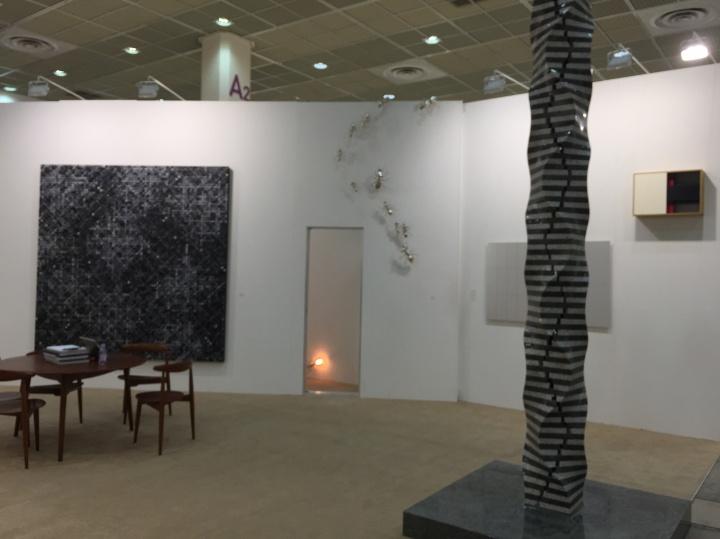 本届展会出现的中国面孔不多,包括尹朝阳、丁乙、沈敬东、马树青、陈志光等艺术家作品散落于韩国本土画廊中