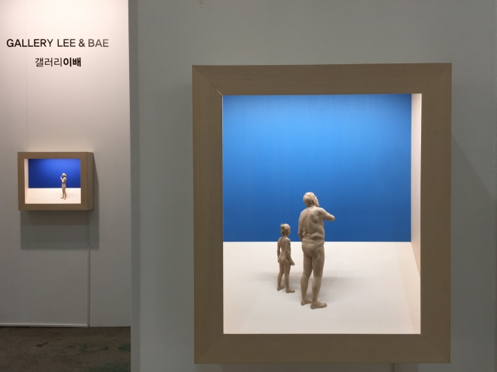 Gallery Lee&BAE带来的国际艺术家Peter Demetz作品《The Bird》,作品以光影与实际空间营造悠远意境