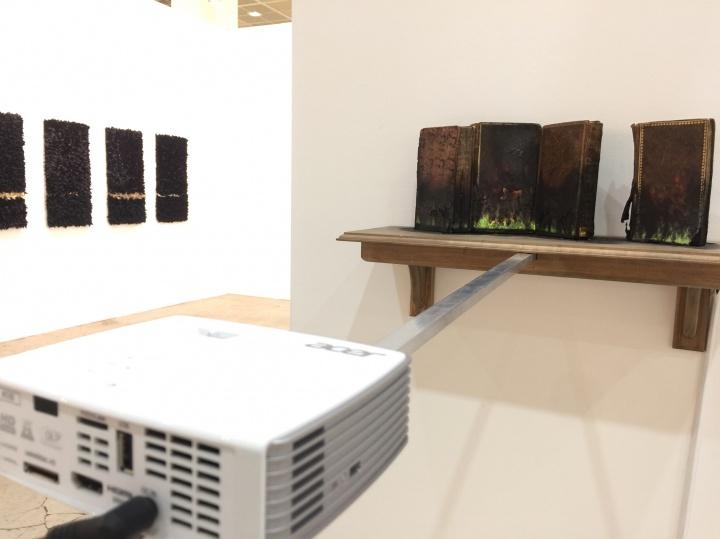 本届展会视频影像类作品比去年更多,且具体材质、形式各异