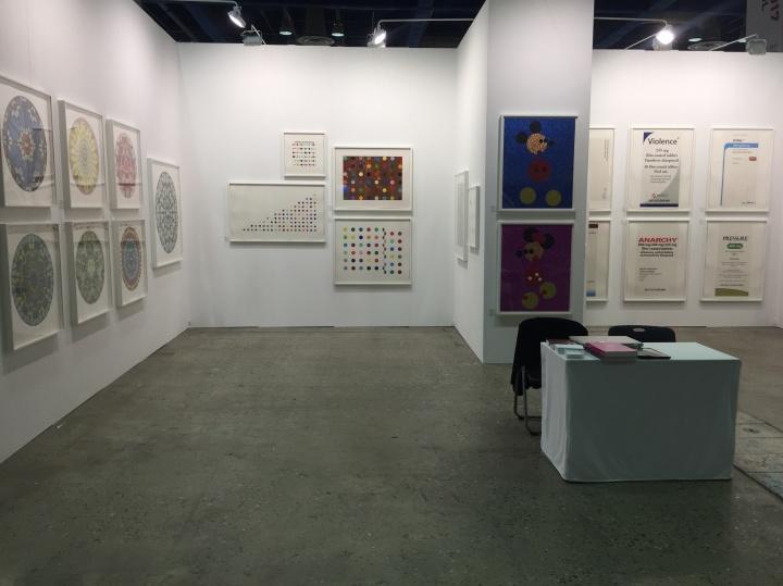 来自伦敦的OTHER CRITHRIA首次参展,带来Damien Hirst个展,展出包括版画与原作在内的三十余件作品