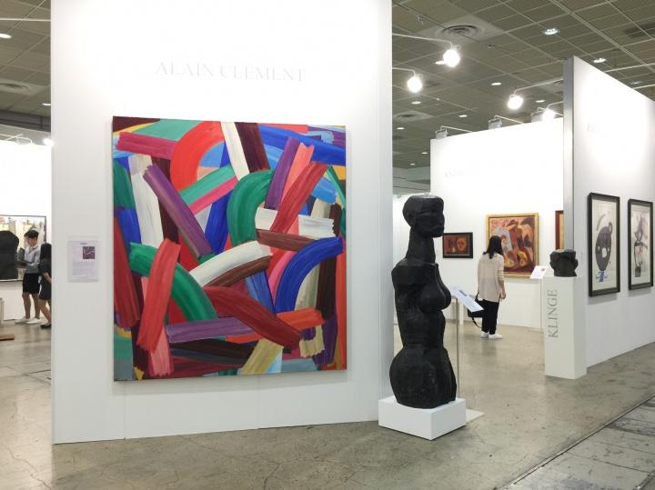 相比过去某几位艺术家作品的盛行,本届展会国际画廊呈现的艺术家面貌比较多样
