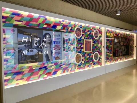 14号线大望路站地铁通道里的广告