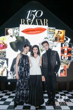 时尚集团总裁、《时尚芭莎》总编辑、展览总策划苏芒(中)与欧阳娜娜(左)、张艺兴在展览现场