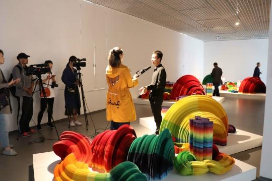 """宋庄当代艺术文献馆""""世界观——装置作为一种观察角度和思维方式""""展览现场"""