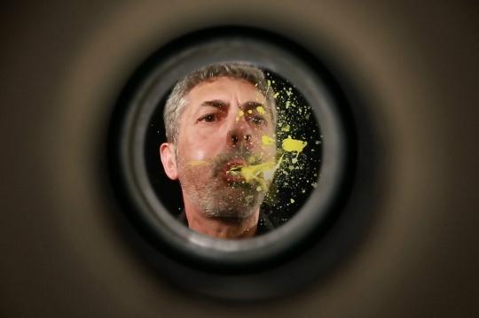 《门后艺术家》 影像装置 2017