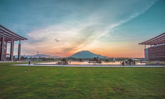 新建成的漳州市博物馆与艺术馆、发展规划馆面向圆山,打造着漳州市新的文化中心广场区域