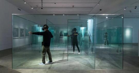 《仿生人会梦见电子奶牛吗》虚拟实境 镜面迷宫,声音 2017