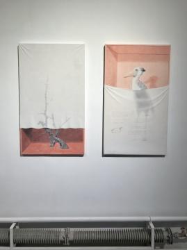 《藏品02号》 纸浆、木板、水墨上色 107x63cm 2017(左)