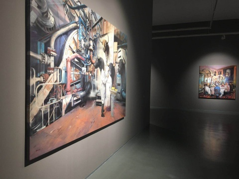 陈朗慕绘画融合个人经验与家国历史