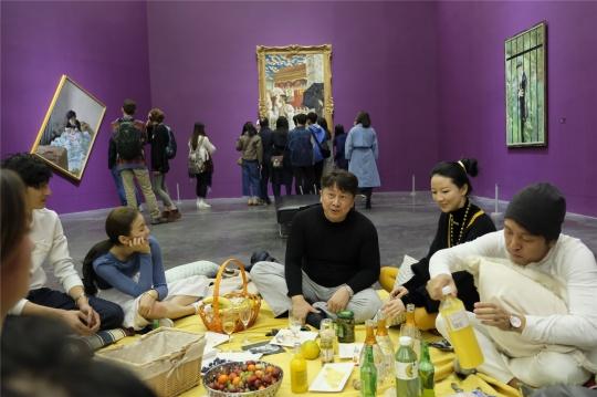 """美术馆里的""""画边野餐"""",""""赵半狄的中国Party""""闭幕尤伦斯当代艺术中心"""