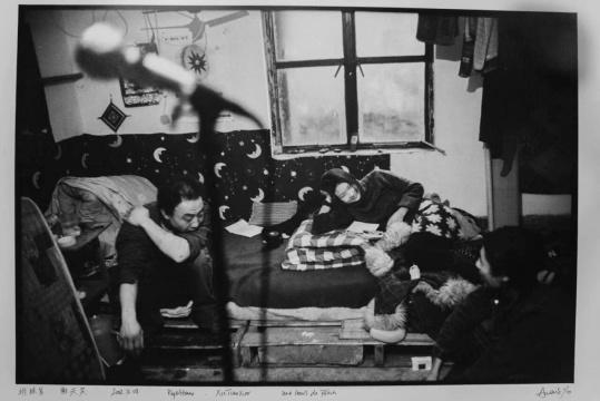 安娜伊思·马田 《排练室, 谢天笑》尺寸可变 黑白银盐照片 2001-2004