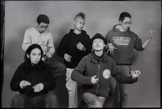 安娜伊思·马田 《美好药店的声音,三里屯某照相馆》尺寸可变 黑白银盐照片 2001-2004