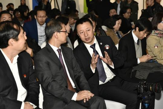 左起:北京市西城区副区长翟翼;文化部对外文化联络局副局长郑浩 ;艺术节秘书长,繁星戏剧村创始人樊星_meitu_6