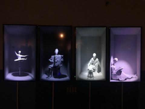 余春娜 《梅兰竹菊》 60秒 实验影像 计算机LED屏显示 2015