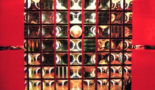 刘斌《静观天语》  320cm×320cm ×3 综合材料2001