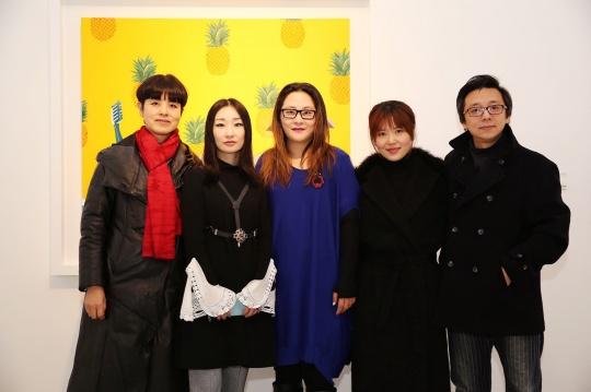 艺术家喻红、艺术家韩娅娟、艾米李画廊负责人李颖、策展人柳淳风、艺术家王迈