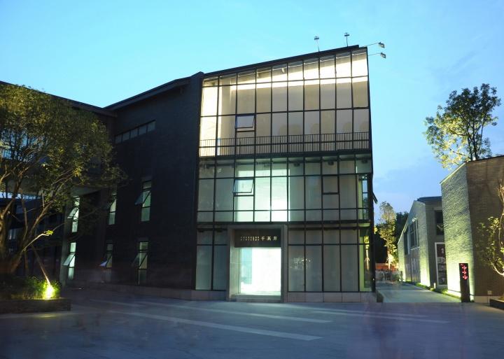 2013年至今,位于成都高新区天府一街699号铁像寺水街南区3-5号的千高原艺术空间