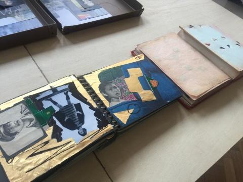 韩磊则用他搜集而来的老照片编排进他深压抽屉里的两本旧相册