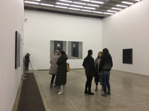 """现在画廊""""存在的隐喻""""现场"""