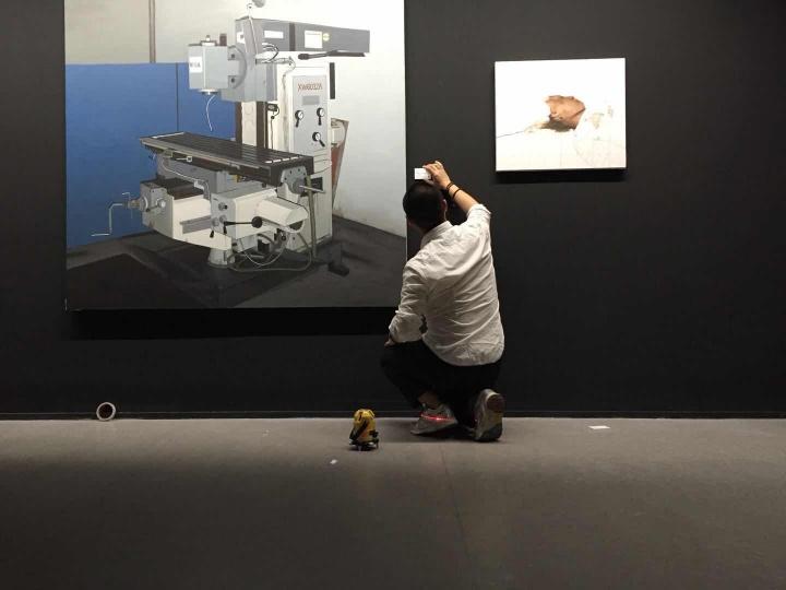 """杨西在OCAT西安馆策划""""西安角""""的布展模型、布展现场(图片提供:杨西)"""
