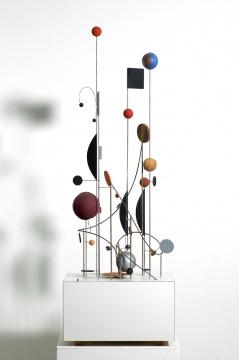 亚伯拉罕·帕拉特尼克《运动的物体》120×40×40cm木材、福米加塑料贴面、金属、丙烯、磁铁和引擎 1966/2005
