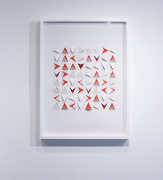 维克·穆尼斯《手工制作:无题 (橙色三角)》75×55cm 档案纸喷墨打印综合材料 2016