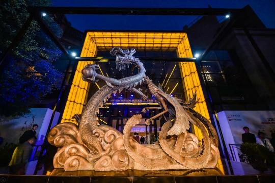"""香港艺术家马兴文于上海石库门,用""""龙凤呈现""""再释新天地品牌文化"""
