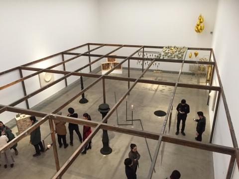 """一层""""当代物体——关于材料、功能、观念的讨论""""展览现场"""
