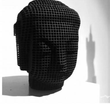 冯且《头部-菩萨》 50x50cm100cm活性炭2016