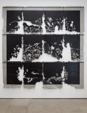 安德烈·小松 《解构现实》 300×300cm 钢丝网、钢、螺丝、水基漆、水泥面清漆 2017