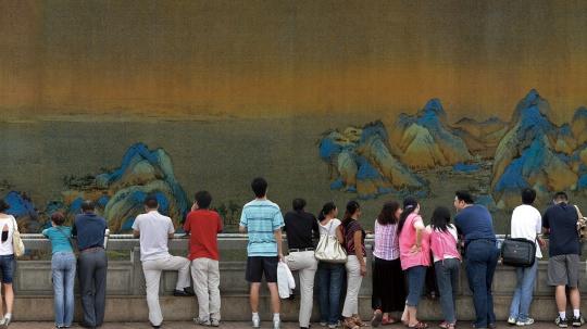 黄敏《山水.风景-千里江山图》11.1 cm x 241 m x 10 cm 灯箱 2008  图片由艺术家提供