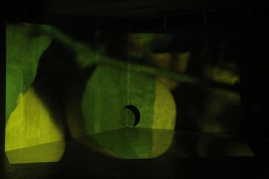 范西作品《黄色,位置不明确》