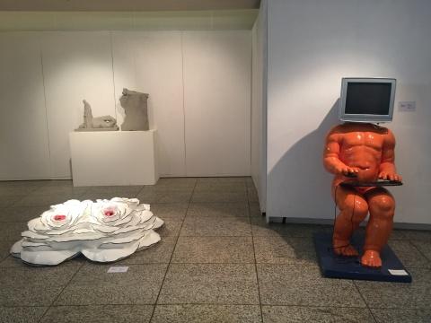 唐勇的两件雕塑作品