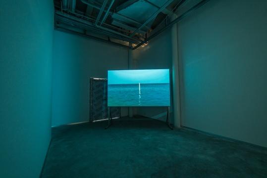 吴鼎 《过去之所以能延续到现在是因为某些东西的未来》 30分钟 视频录像、无声、彩色 2013